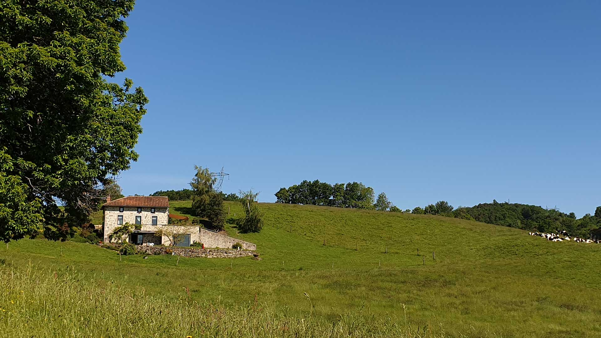 House rental<br>with jacuzzi and sauna in the Cantal